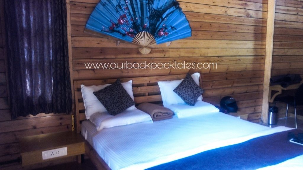 Coorg-coffee-estate-stay-wooden-houses-bedroom1