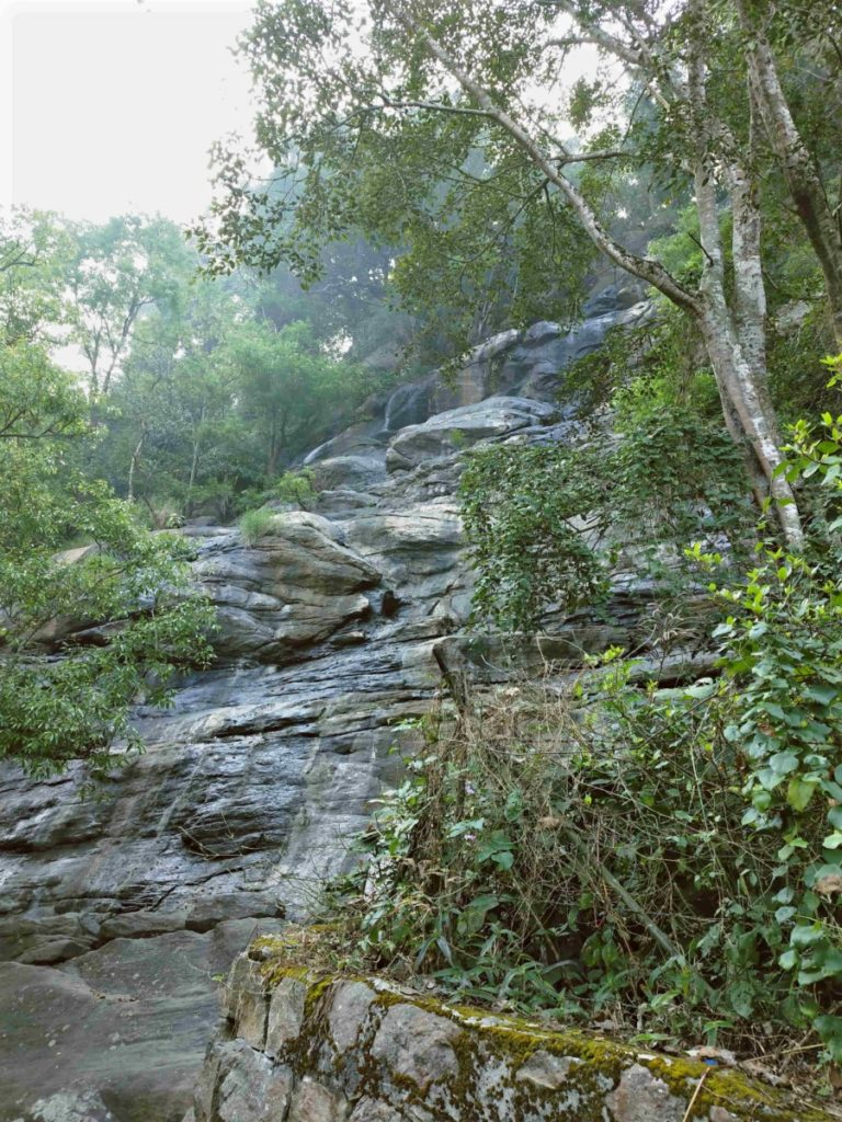 dry kiliyur falls in yercaud by ourbackpacktales