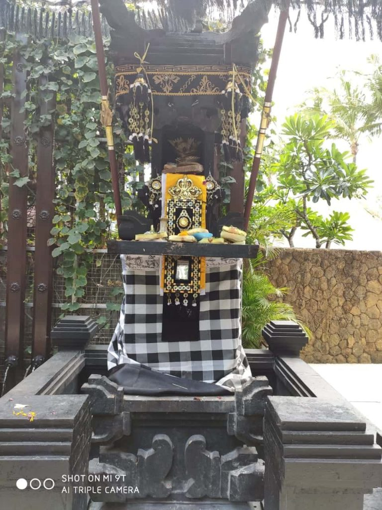 Daily offerings to god in Bali
