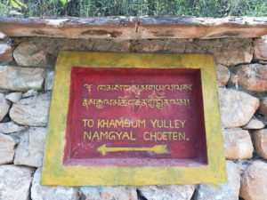 Board to Khamsum Yulley Namgyal Chorten