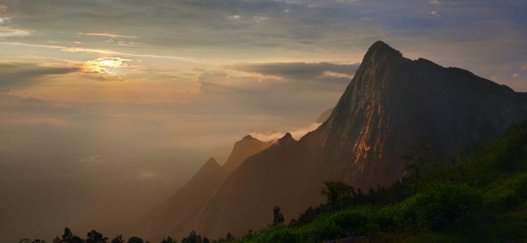 Kolukkumalai sunrise is one of the top things to do in Munnar