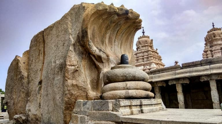 Nagalinga statue inside Lepakshi temple