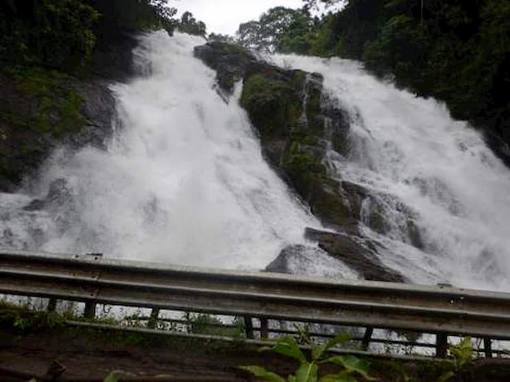 Chapra Waterfalls places near athirapally waterfalls