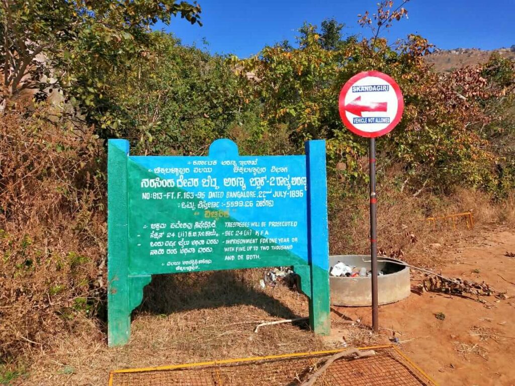 Sign Board towards Skandagiri Trek trail