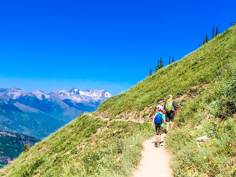 Highline hiking Trail Glacier National Park in USA best hiking trails in North America